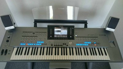Inserat  Keyboard Workstation Yamaha Tyros 5, 76